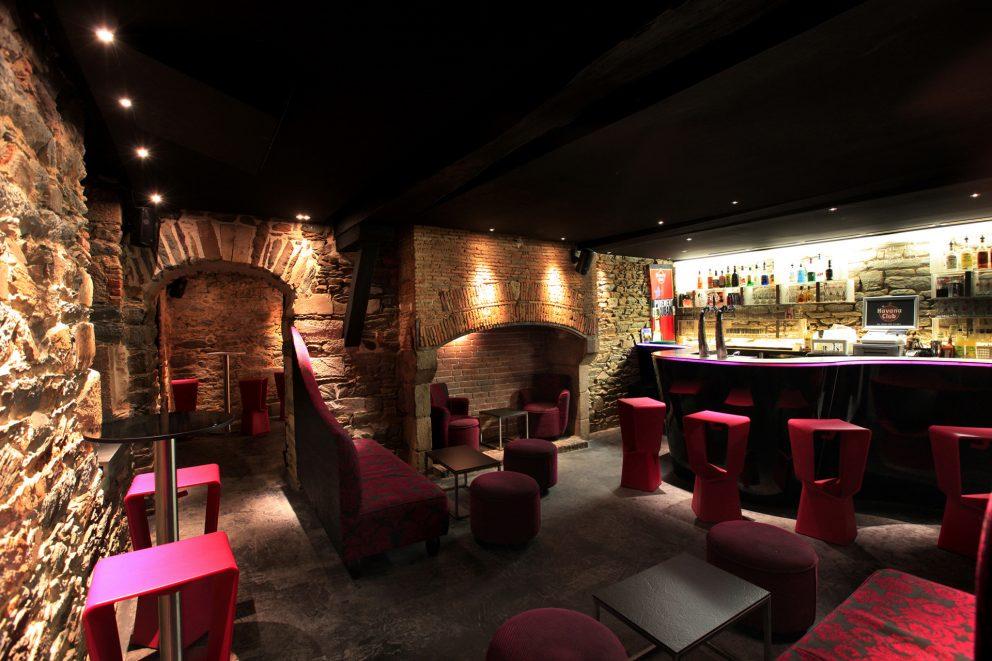 bienvenue la contrescarpe bar de nuit rennes place du champ jacquet. Black Bedroom Furniture Sets. Home Design Ideas
